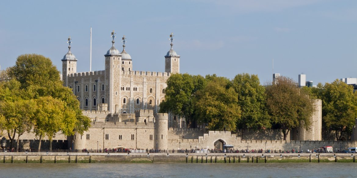 top 5 uk monuments Top 5 UK Monuments Tower of London   01