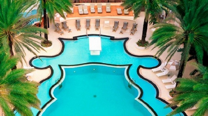The-most-bohemian-Art-Deco-Hotels-THE-RALEIGH-MIAMI