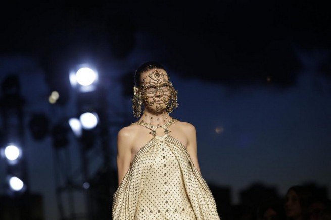 A model presents a creation from the Givenchy Spring/Summer 2016 collection during New York Fashion Week on September 11, 2015 in New York. AFP PHOTO/Joshua Lott