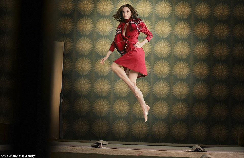 burberry-pays-tribute-to-billy-elliot-with-christmas-campaign (1) Burberry pays tribute to Billy Elliot with Christmas campaign Burberry pays tribute to Billy Elliot with Christmas campaign burberry pays tribute to billy elliot with christmas campaign 1