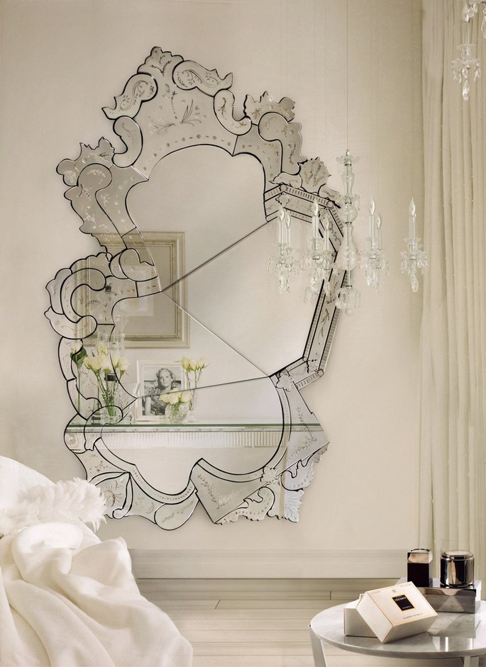 perfect-hallway-large-mirrors Get The Perfect Hallway With Large Mirrors Get The Perfect Hallway With Large Mirrors home ideas for a hallway with large mirrors 4 C  pia