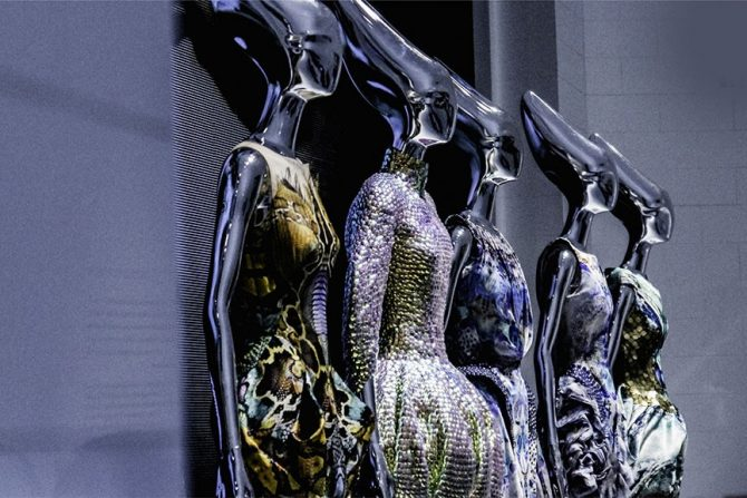 Alexander McQueen alexander mcqueen Alexander McQueen: Savage Beauty Alexander McQueen Savage Beauty exhibition at VA Museum 865x577 670x447