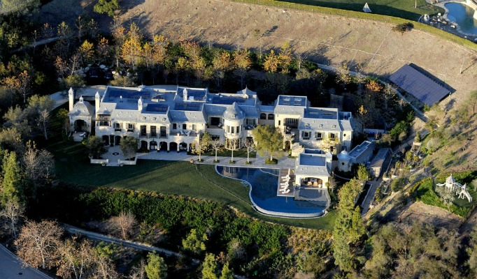 CELEBRITY SUMMER HOMES celebrity summer homes 10 Celebrity Summer Homes cover image