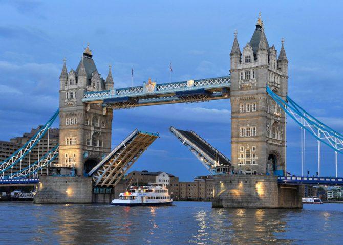 London Bridges London Bridges 7 Most Amazing London Bridges Tower Bridge raised blog